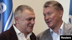 Головний тренер «Динамо» Олег Блохін (праворуч) все ще не може керувати діями своєї команди – він відновлюється після хвороби