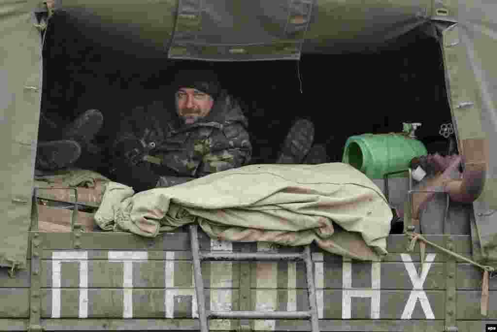 Авто з українськими вояками на дорозі неподалік Артемівська, 3 березня 2015 року
