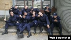 Fotografija devetorice polaznika policijske obuke u Sremskoj Kamenici
