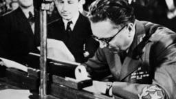 Tito potpisuje deklaraciju o formiranju SFRJ, 7. mart 1945.