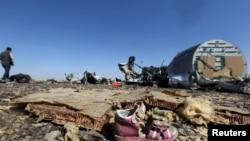 Апатқа ұшыраған Airbus A321 ұшағының сынықтары. Египет, 1 қараша 2015 жыл.