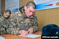 Призывная кампания в казахстанскую армию. Иллюстративное фото.