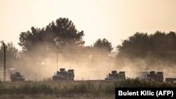 Turska vojska vozi ka sirijskoj granici u blizini Akcakalea