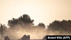 Turska vojna vozila na putu ka sirijskoj granici