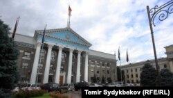 Здание мэрии Бишкека, в котором также заседают депутаты городского кенеша.