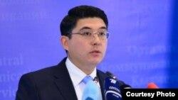 Алтай Абибуллаев в бытность официальным представителем МИД Казахстана.
