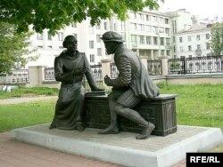 Помнік Буднаму і Цяпінскаму каля БДУ