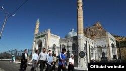 Новая центральная мечеть в Оше, 12 июня 2012 года.