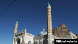 Новая центральная мечеть возле Сулайман-горы, Ош, 11 июня 2012 года.