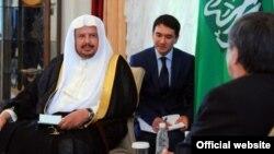 Премьер-министр КР Жанторо Сатыбалдиев встретился с gредседателем Мажлиса Аш-Шура Королевства Саудовская Аравия Абдалла Бин Мухаммед Бин Ибрахим Аль Аш-Шейхом. 23 сентября 2013