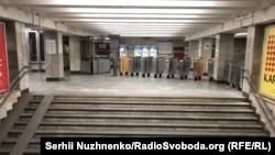 Киевтің бос қалған метросы.