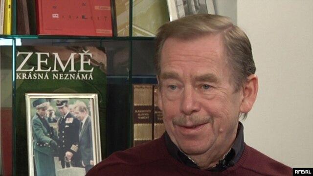 Vaclav Havel vorbind la Radio Europa Liberă, în 2009