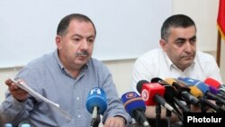 Armenia - Dashnaktsutyun party leaders Aghvan Vartanian (L) and Armen Rustamian hold a news conference, Yerevan, 24Aug2015.