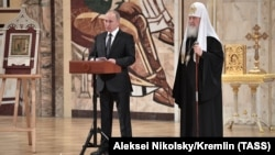 Володимир Путін і російський патріарх Кирило на Архієрейському соборі РПЦ, 1 грудня 2017 року