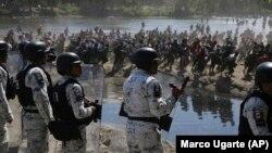 Мексиканская национальная гвардия перекрыла путь мигрантам из Гватемалы. 20 января 2021 года
