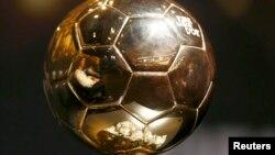 Кріштіяну Роналду відображається в «Золотому м'ячі» ФІФА, Цюрих, 12 січня 2012 року