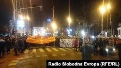 Один із недавніх протестів у Скоп'є проти двомовності, «за єдину Македонію»