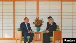 Казакстан президенти Нурсултан Назарбаевдин жапон өкүмдары Акихито менен жолугушуусу.