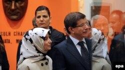 Шефот на турската дипломатија Ахмет Давутоглу и неговата сопруга Саре во посета на музејот на Мустафа Кемал Ататурк во Битола во 2010 година.