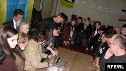 Пойдет ли будущий победитель второго тура украинских выборов на конфронтацию с Москвой?