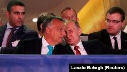 Віктор Орбан (у центрі ліворуч) і Володимир Путін (у центрі праворуч) під час світового чемпіонату з дзюдо, Будапешт, 28 серпня 2017 року