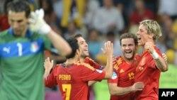 Фернандо Торес (прв од десно) е најдобар стрелец на ЕУРО 2012