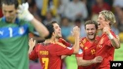 Испания құрамасы ойыншыларының финалда Италия құрамасын ұтқаннан соңғы қуанышты сәті. Киев, 1 шілде 2012 жыл.
