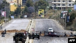شامگاه پنج شنبه ۱۲ ارديبهشت ماه و پس از کنفرانس خبری رهبر حزب الله، درگيری ها در بيروت شدت گرفت. اين درگيری ها تا کنون موجب مرگ ۱۱ نفر شده است. (عکس از AFP)