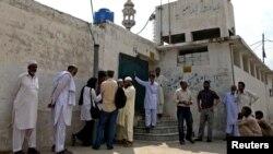 Afër shtëpisë së të akuzuarës për blasfemi, Pakistan.