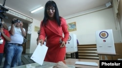 Armenia - Naira Zohrabian, the Prosperous Armenia Party's mayoral candidate, votes in municipal elections in Yerevan, 23 September 2018.