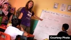 Арина Петрова проводит уроки мексиканским детям