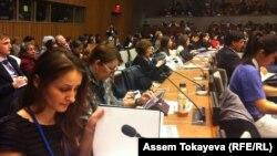 БҰҰ Әйелдер құқығы туралы конференциясына қатысушылар. Нью-Йорк, 9 наурыз 2015 жыл