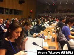 БҰҰ-ның әйелдер құқығы туралы конференциясына қатысушылар. Нью-Йорк, 9 наурыз 2015 жыл.