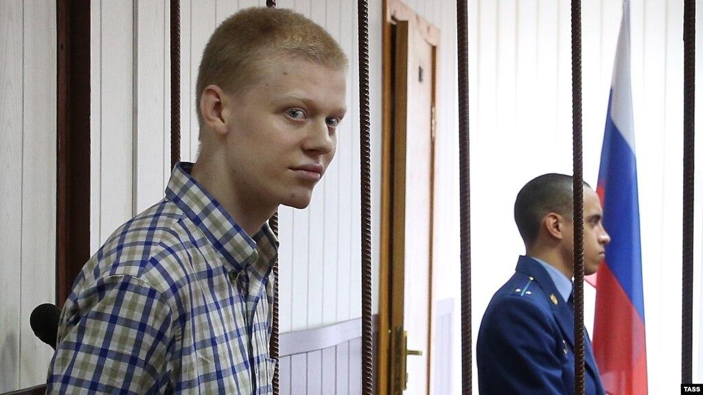 Суд Москви звільнив руфера, обвинуваченого уфарбуванні зірки нависотці