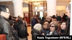 Перед началом суда по апелляции редакции журнала ADAM bol на закрытие издания. Алматы, 26 февраля 2015 года.