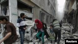 Өкмөттүк күчтөр Алеппонун ал-Фердоуси районуна абадан сокку урган учур. 14-апрель, 2015-жыл.
