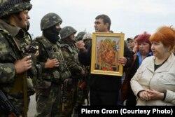 Пророссийские активисты выражают протест украинской армии
