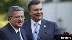 Броніслав Коморовський (л), Віктор Янукович (п), архівне фото