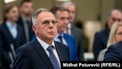 Stav SDA o Mlađenu Božoviću kao ministru, biće poznat do četvrtka 16. januara, odnosno do sjednice Parlamenta BiH, rekao je novinarima Halid Genjac(SDA).