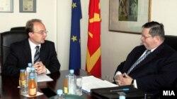 Средба на министерот Милошоски со Роберт Симонс, заменик на помошникот на генералниот секретар на НАТО