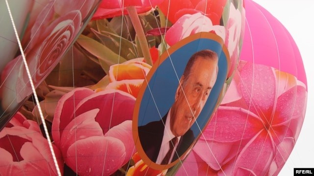 Balloons decorated with flowers and a portrait of Heydar Aliyev wait to be launched in Baku.