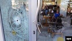 При нападении на отель Imperial Marhaba в Сусе пуля пробила его стеклянную дверь, 26 июня 2015
