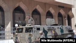 Египет армиясы кайрадан Каирдин көчөлөрү күзөтүүдө. 25-июнь 2013