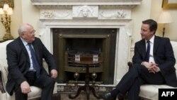 Михаил Горбачев в среду встретился с британским премьером Дэвидом Кэмероном
