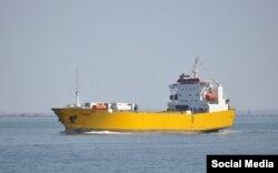 Пором «Олександр Ткаченко» (раніше – «Робур») – одне з найбільш примітних суден «сирійського експресу» завдяки яскраво-жовтому кольору, в який воно забарвлене