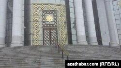 Türkmenistanyň Halkara gatnaşyklar institutynyň esasy girelgesi elmydama ýapyk.