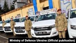 56 автомобілів «Форд» різних модифікацій 2018 року випуску передали Україні представники військово-тренувальної місії Збройних сил Канади «Операція UNIFIRE»