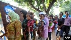 Очередь на избирательный участок в Индонезии