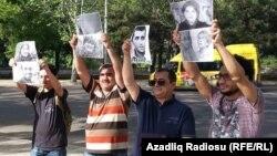 Tbilisidə aksiya (Əfqan Muxtarlı soldan 2-cidir) 27May2015