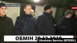 Станіслав Асєєв (другий зліва) під час обміну
